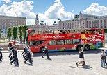 Estocolmo em ônibus vermelho com várias paradas. Estocolmo, Suécia
