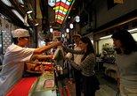 Cocina de Kyoto, degustación de sake, recorrido a pie por el mercado de alimentos de Nishiki. Kioto, JAPON