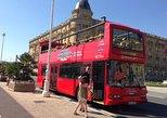 Excursão turística de dois andares em ônibus panorâmico em San Sebastián. San Sebastian, Espanha