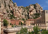 Acceso por la mañana al monasterio de Montserrat.,