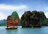 Crucero de la bahía de Halong desde Hanoi con almuerzo de mariscos. Halong Bay, VIETNAM