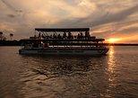 Cruceros al atardecer en el río Zambezi desde las Cataratas Victoria. Cataratas Victoria, ZIMBABUE