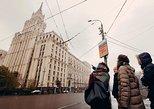 Excursão para grupos pequenos na estação de metrô de Moscou. Moscovo, RÚSSIA
