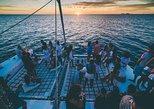 Cruzeiro de catamarã ao pôr do sol em Ibiza com tapas, bebidas, entrada para o clube. Ibiza, Espanha