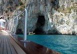 Recorrido en barco privado de medio día a Capri. Capri, ITALIA