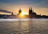 Panorama al atardecer en el río Rin de Colonia. Colonia, ALEMANIA