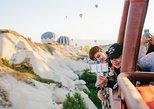 Cappadocia Fairy Chimeneas Paseo en globo aerostático con desayuno. Urgup, TURQUIA