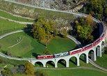 Excursão ferroviária de Bernina Express pelos Alpes Suíços saindo de Milão. Milan, Itália
