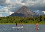 Clase de remo sobre la tabla en el lago Arenal. La Fortuna, COSTA RICA