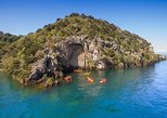 Half-Day Kayak to the Maori Carvings from Taupo. Taupo, New Zealand