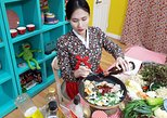 Korean Cooking Class with Full-Course Meal & Local Market Tour. Seul, South Korea