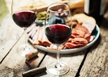 Craft Wine and Artisanal Cheese at Between The Lines, Cataratas del Niagara, CANADA