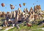 Vea los lugares con mayor magia de Capadocia en un recorrido estándar en globo. Goreme, TURQUIA