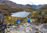 Senderismo en Parque Nacional de Cajas y aguas termales,