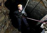 5-Hour Extreme Cave & Rappel Tour, Isla de Vancouver, CANADA