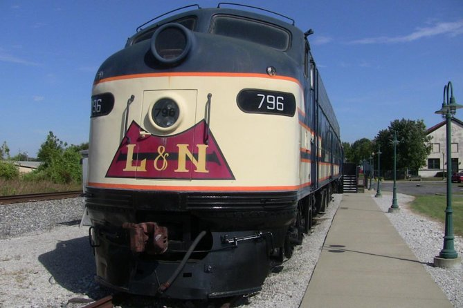 Located between two major cities, Bowling Green Kentucky has a long history tied to the evolution of transportation in the area. This 45 minute guided tour will take you through five restored railcars behind our museum.