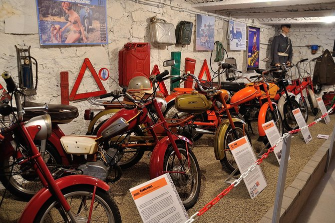 Skip the Line: Retro Design Center Museum Ticket, Szentendre, HUNGRIA