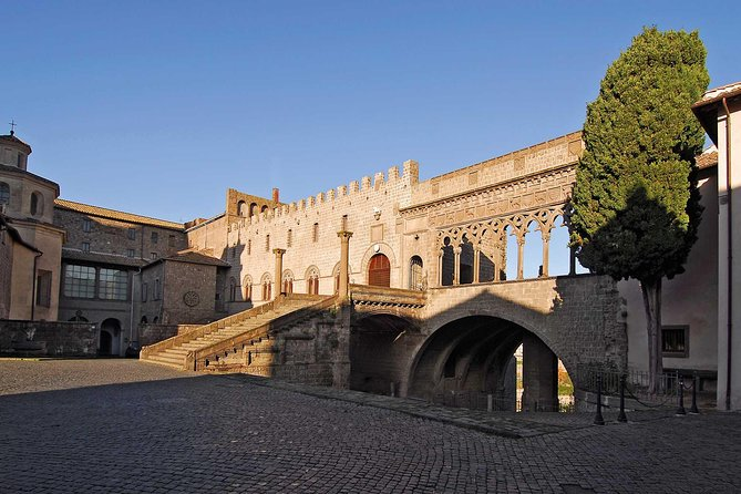 Papal Palace Skip-the-Line Entry Ticket, Lago de Bolsena, Itália