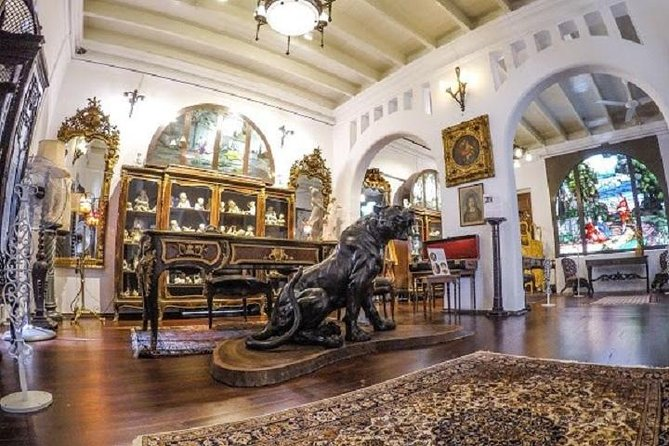 Colonial Penang Museum , the unique and unrivalled museum in South East Asia, showcases the opulent lifestyle of the wealthy Penang merchants, the Peranakan (Baba-Nyonya ) & Penang society during the 18th – 20th colonial era.<br><br>Journey back in time to glimpse the glorious lifestyle of the old penangites , the high esteem which Penangites held for the west and how the British influenced their Eastern colonies with their perceptions of elegance, social status and formalities.<br><br>The extraordinary collection has been amassed over half a century by the founder of Colonial Penang museum.<br><br>The museum can also be used as an educational instrument for students to understanding and significant of our rich heritage.<br><br>槟城殖民博物馆让你时光倒流,亲身体验生活于百年前的'老槟城'。<br><br>准备穿越啦!<br><br>窥探在老槟城扎根了200余年的英殖民文化的足迹,一场穿越让你感受更深一层在18-20世纪老槟城当地的贵族,娘惹和名望人士们如何被西方文化熏陶,又如何提高自己的生份和修养来保持与英国外交的友好关系。<br><br>我们都被每一件罕见的古物,古人的爱和心思而感动和震撼了!<br><br>百闻不如一见,感受百年前'老槟城'的风采,不想因此而感到遗憾呐!