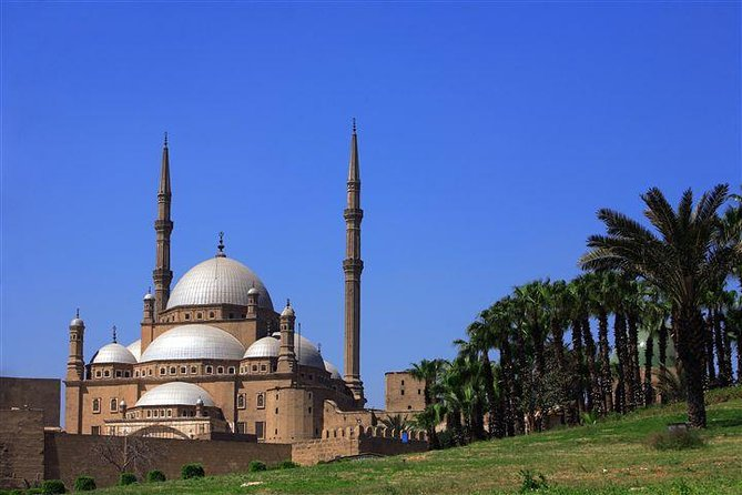 CAIRO DAY TOUR TO EGYPTIAN MUSEUM CITADEL and KHAN KHALILI BAZAAR, O Cairo, Egito