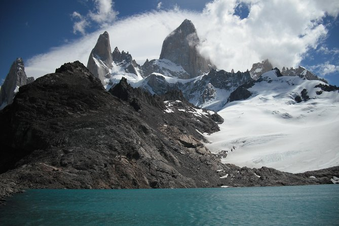 Laguna de los Tres, on the Fitz Roy Valley, is an amazing viewpoint of Mount Fitz Roy and its glaciers. <br><br>This classic and demanding hike will amaze you with its beauty and surroundings. <br><br>Join this full day trip and get ready to hike around Laguna de los Tres with a small-group and a professional English-Speaking guide.