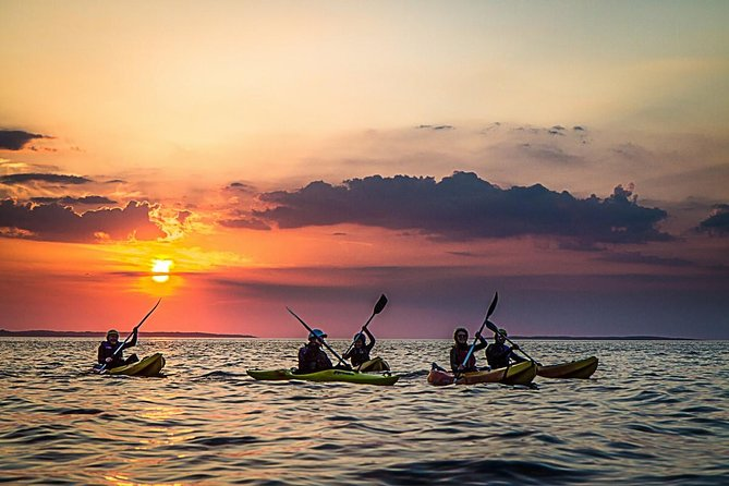 What better way to spend a summer's evening than watching the sun fall over the Atlantic ocean from your sea kayak on the magnificent Wild Atlantic Way coastline. This is a magical time to be on the water and is guaranteed to be a truly unique guided kayaking experience in scenic Connemara.<br>