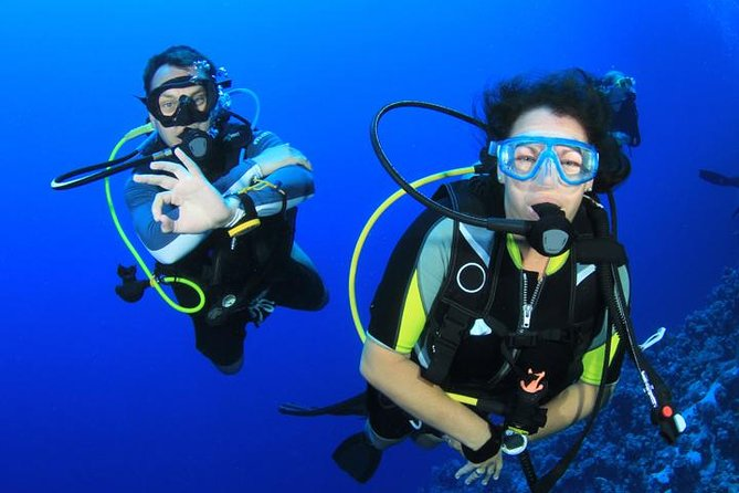 Professional and top-notch quality course with PADI professionals. Get your worldwide recognized PADI certification to dive up to 18 meters independently anywhere in the world! You can do it in just 3.5 days with our friendly PADI scuba instructors. Confined sessions conducted in special pools and 4 open water dives on fantastic dive sites in Red Sea with PADI professional instructors.