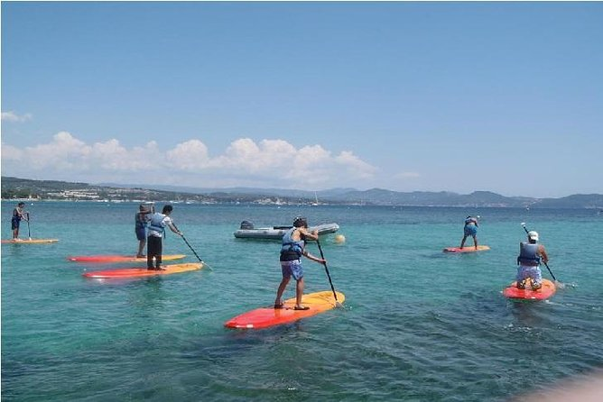 Explore southern France's beautiful coastline at your leisure with this 1-hour paddle board rental in La Ciotat. Clip into your life jacket and paddle out onto the gentle waves. Then, explore the beautiful Côte d'Azur shoreline and soak up the sunshine. This beginner-friendly rental service includes closed shoes, a life jacket, a paddle board and a paddle.