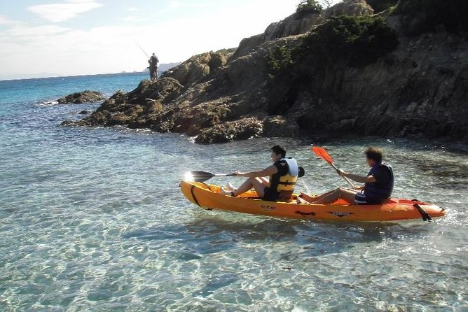 The Kayak is the best way to discover the Green Island (Ile Verte), the Eagle Beak (Bec de l'Aigle) and the Mugel Creek (Calanque du Mugel), evolving over the water enjoying the unic point of view.A map and explainations will be provided in order to enjoy as much as possible depending on the weather.All year long it's a great experience and a sweet way to discover this part of the Calanques National Park.The price is for 3 hours renting whenyou want from 9:00 am untill 6:00 pm, just have to tell us at the reservation. It's an interesting tour that only a boat can provide you those points of view. The meeting point is at EXPENATURE : 168 Avenue Wilson 13600 La Ciotat on the new port just behing the Casino.