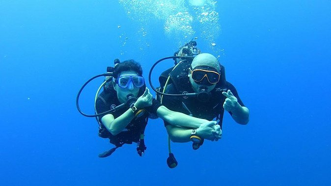 The dive trip around Koh Chang has 2 area, we dive the famous HTMS Chang wreck plus 2 coral dives, or we dive 3 coral sites in K rang national park. Depending on weather and currents the dive sites are decided on. The trip included 3 dives for licensed divers.