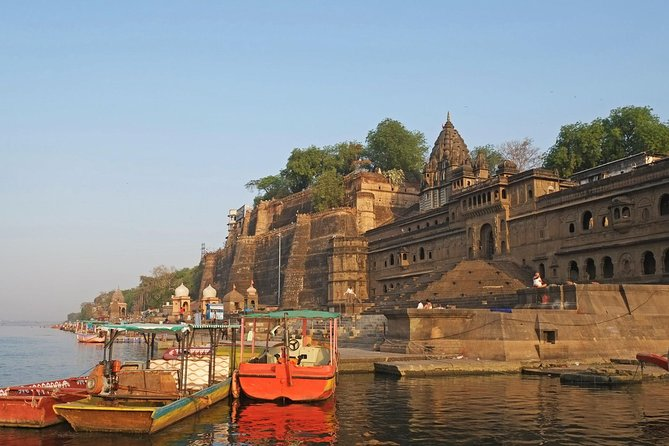 Start and end in Indore! In this 4 day tour you will visit of Omkareshwar, Maheshwar andUjjain, which are three of the most famous sacred places in India.With3 Nights Stay in Indore.