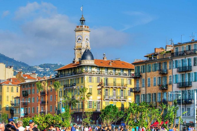 In this 2-hour small group tour, come and discover Nice Old Town, also called Vieux-Nice or Babazouk by locals. Your English-speaking local guide will take you to the hidden treasures of this unique tiny baroque streets full of colors and flavors. Learn about the history of the city's stones, doors, nobles facades and monuments. Observe the typical houses, squares and churches. Taste a local snack and learn with your guide all about the city: history, culture, legends and other anecdotes about the soul of Nice.