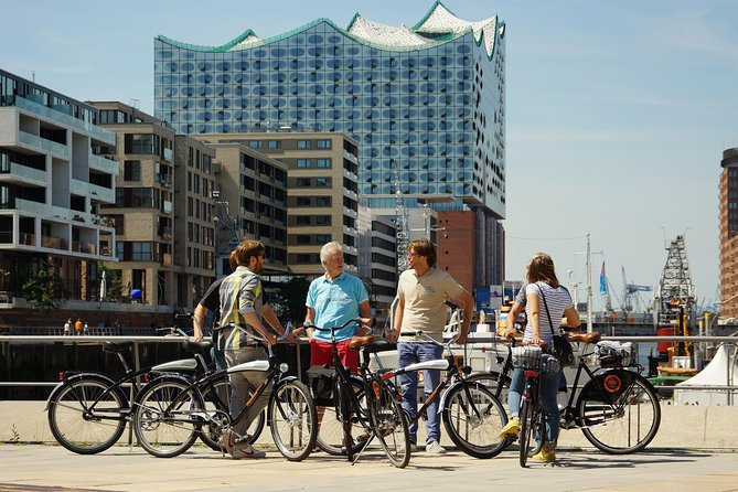 Discover Hamburg on a 3.5-hour guided bike tour. Your tour guide will show you the main sights and tell you all the important facts, figures and stories. There is enough time for photos, questions and a coffee break along the tour. Offered in English or German.
