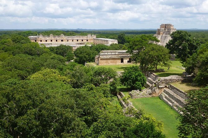 Departure at 09:00 hrs at your hotel.<br><br> Arrival at the Archaeological site at 11:00 in Uxmal approx. the guide will buy entry tickets for all groups (not included).<br><br> will visit for 2 hours with free time.<br><br>After that will go to Kabah<br><br>will visit for 40 minutes<br><br> will visit with a specialized bilingual guide (Spanish - English).<br><br>Lunch with typical food, (drinks at an extra cost).<br><br> Round trip transportation from your hotel.<br><br> Arrive to Merida City to 17:00 Hrs aproximately