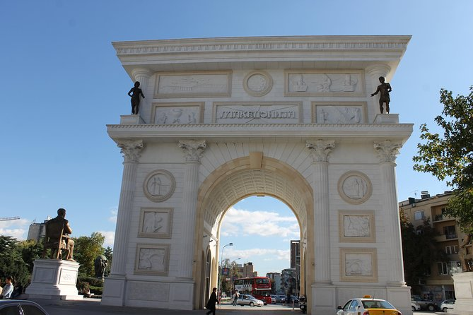 If you do not want to miss a thing of the center of the capital, you enjoy sculptures, statues, monuments and enjoy taking photos, want to see how the Stone Bridge connects two totally different sides of Skopje, here is the tour for it.