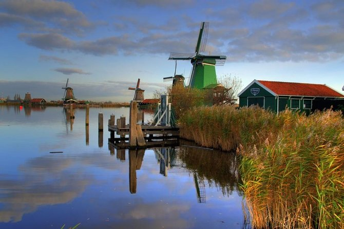 Get the full experience of all the Dutch countryside has to offer on this 5,5-hour, small 8 person tour from Amsterdam. Travel in comfort by luxury bus to the traditional fishing villages ofVolendam, and stroll through the world-famous windmill village of Zaanse Schans. Visit a cheese factory for a tasting, stop at a restaurant for lunch, watch craftsmen make wooden shoes,. visit the village of Broek (the gem of Waterland) before relaxing on the ride back to Amsterdam. This experience has a minimum age of 7 years old.<br><br>