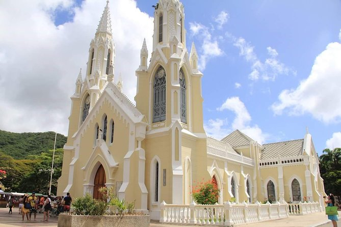 Take a half-day guided tour ofMargarita Island, discoveringits natural and cultural highlights as you learn about the island's history, religion and craft work. This is an ideal tour for first-time visitors to the island.