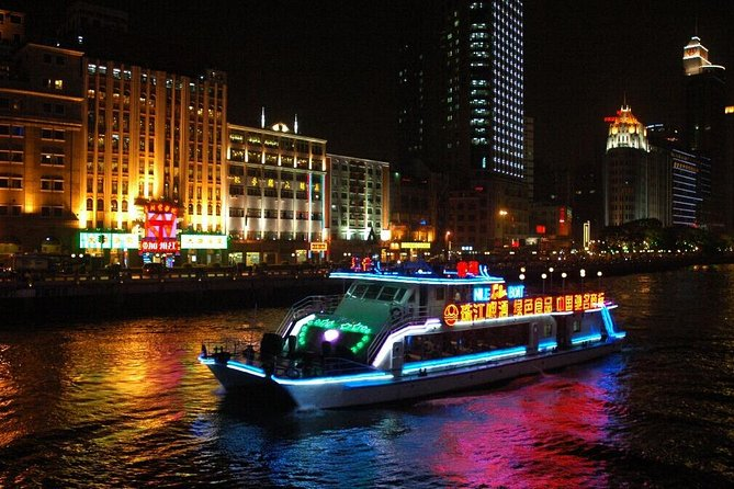 Enjoy the beautiful Guangzhou city night view with a cruise ride including buffet. You'll be captivated by the romantic atmosphere as you admire the sparkling lights of the city skyline. This is a great way to spend an evening in Guangzhou. Hotel pick up and drop off are included for this tour.