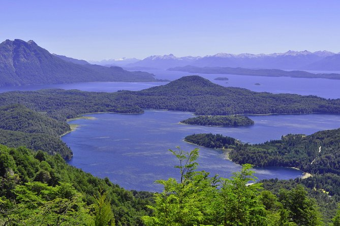 If you like trekking and you are in Bariloche for a few days, this is the trek for you. This is an unforgettable half-day trek on Cerro Lopez. You can start at 8.30 am or at 1pm. We will pick you up at your hotel and drop you off, and you will be able to reach a high point onone of the most magnificent mountains outside Bariloche. The open view of this excursion will allow you to admire the mountain region and the deep blue lakes from Nahuel Huapi National Park.If you have kids and they are used to trekking this can be the perfect family outdoor private tour.