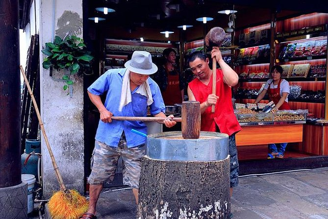 Chongqing Private Day Tour of Ciqikou Old Town and Ronghui Hot Springs Including Lunch, Chongqing, CHINA