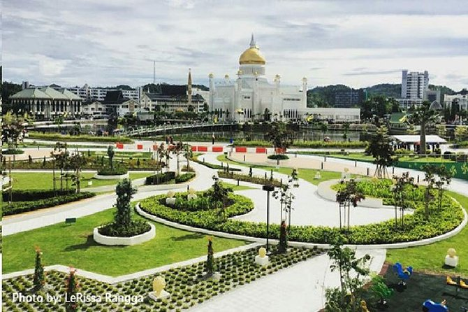 Spend three days to have a taste and discover Brunei. Enjoy round trip transfers from airport with no surcharges for odd hours arrival and departure. Visit cultural attractions such as the Malay Technology Museum, Sultan Omar Ali Saifuddien Mosque, Royal Regalia Museum and photo-stop at the royal palace. One could never miss the visit to the water village when you are in Brunei! This 3 days 2 nights package which includes all transfer services, accommodation and sightseeing tour, is most suitable for people who is planning to have a short stay in Brunei whilst discovering its hidden treasures.