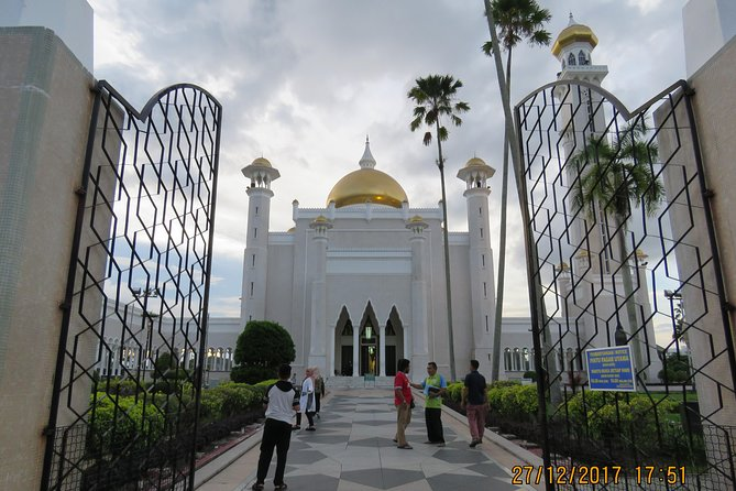 Explore the most out of Brunei's capital in this half day tour. Visit main attractions in the city area which include the Malay Technology Museum, Sultan Omar Ali Saifuddien Mosque, The Royal Regalia Exhibition Hall, and Hassanil Bolkiah Mosque. This tour also includes a photo-stop at the main gate of the biggest residential palace in the World - Istana Nurul Iman. How can one miss the visit to water village, known as Kampung Ayer, reputed as Venice of the East. Complimentary pick-up from and transfer back to your accommodation are included in the tour.