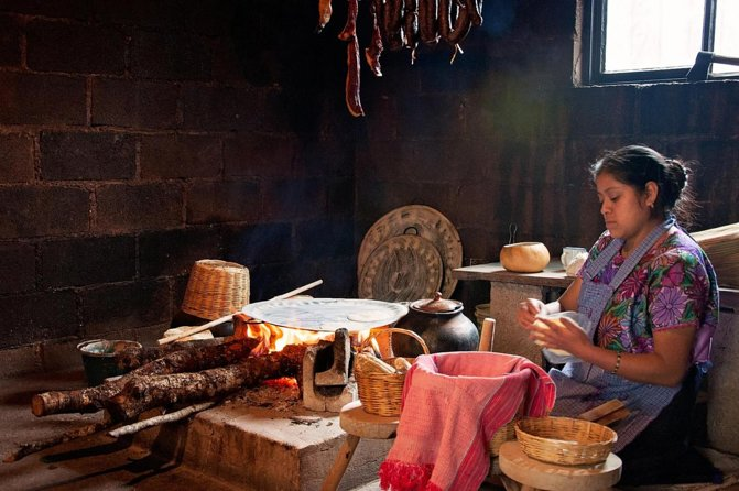 A unique experience to live with natives of the communities of San Juan Chamula and Zinacatan and learn a little of their traditions.