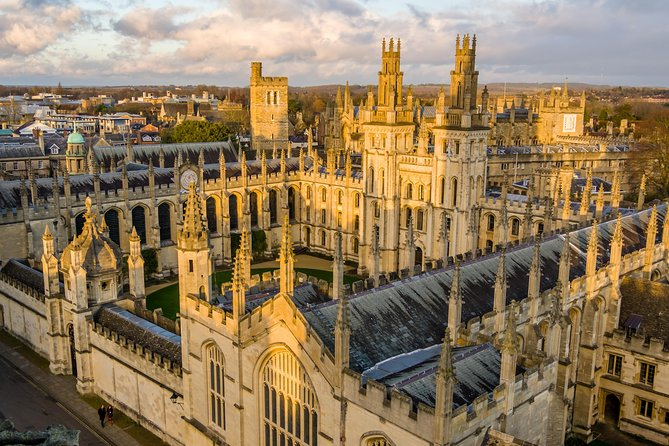 A two-hour private walking tour with a qualified green badge guide around the most historic and well-known parts of Oxford, including many of the colleges (from the outside), the Sheldonian Theatre, the Bodleian Library, the Bridge of Sighs, the University Church of St Mary the Virgin and a few surprises along the way. Our Walking Tours of Oxford guides will explain the complex history of the university from its humble beginnings to the world-class institution it is today. Please let us know any special request such as Literary Oxford or college entry and these can be accommodated but would need to know beforehand.