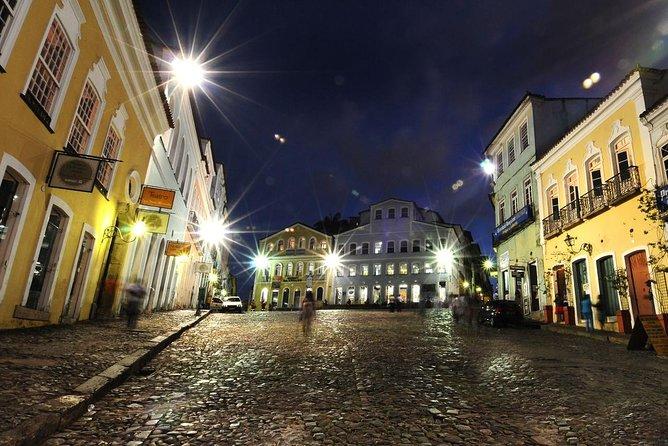 Pelourinho por la noche con espectáculo folclórico y cena., Salvador de Bahia, BRASIL
