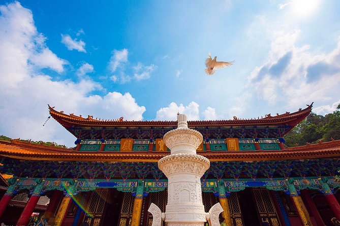 """Our tour takes place in Kunming, capital of Yunnan province and a historical and cultural city. Throughout China she's also called """"Spring City"""" because her climate is like spring all year round. In this trip we will show you Kunming's hidden side. We will visit Yuantong Temple first, the oldest and biggest temple in Kunming and the center-point of Buddhism in Yunnan. Then we will show you some hidden cultural gems along Yunnan University and Green lake and visit the Yunnan military academy, a famous military school in the last century. Jingxing Bird and flower market, an interesting place full of life will show you the Old Kunming's way of life. <br> • Yuantong Temple: oldest temple in Kunming and the center-point of Buddhism in Yunnan. <br> • Hidden cultural sites: hidden cultural sites along the Green Lake <br> • Yunnan military academy: one of the most famous military academies in Yunnan <br> • Flower and Bird Market: the real Old Kunming"""