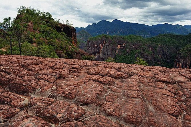 In Lijiang there are some unknown attractions that we cannot let you miss. We will bring you to see a national park in Liming Lisu Minority Country where you can see the inhabitant of Lisu people and one of the biggest red rock land-formations in China, called the hometown of the sun by the local Lisu people. Then we will head northwest to the First Bend of the Yangtze River, where we will see the astonishing view of the river bend shaped like the letter V.<br> • The First Bend of the Yangtze River: astonishing view of the Yangtze <br> • Liming: view of the Dangxia Landform, a kind of red rock and stone landform