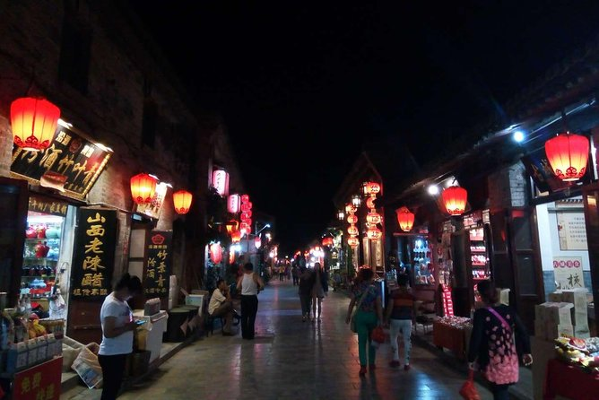 1. 3 Hours food tour with friendly English Speaking Tour Guide<br><br>2. Learn about Pingyao histoy and food culture in Pingyao<br><br>3. Enjoy up to 6 food stops about local <br><br>4. Small-group tour with a maximum of 10 people ensures a more personalized experience<br><br>5. See Pingyao at night
