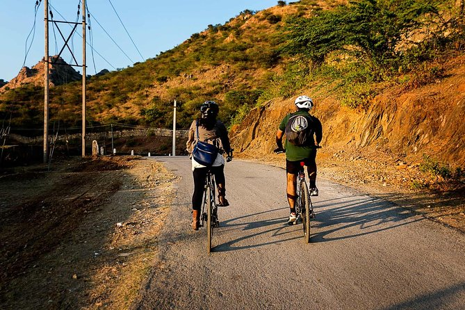 This guided bicycle tour discovers Pondicherry's different neighborhoods. It is a two-hour long excursion through the various quarters of this town marked by French colonial influences. Explore the French, Muslim and Tamil quarters of Pondicherry during the early morning hours.<br><br>Highlights:<br> • French Quarter <br> • Barathi Park and Government Park. <br> • Basilica of the Sacred Heart of Jesus <br> • Botanical gardens, and Old Town