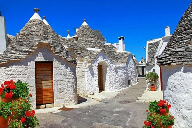 Discovering Alberobello and Mediterranean cuisine<br><br>Visit of Alberobello, cooking class with lunch in a typical masseria, visit of Noci, wine tasting, dinner in a local restaurant.